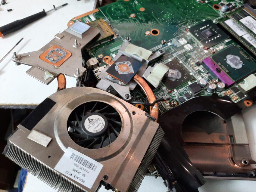 Notebook Lenovo si spegne
